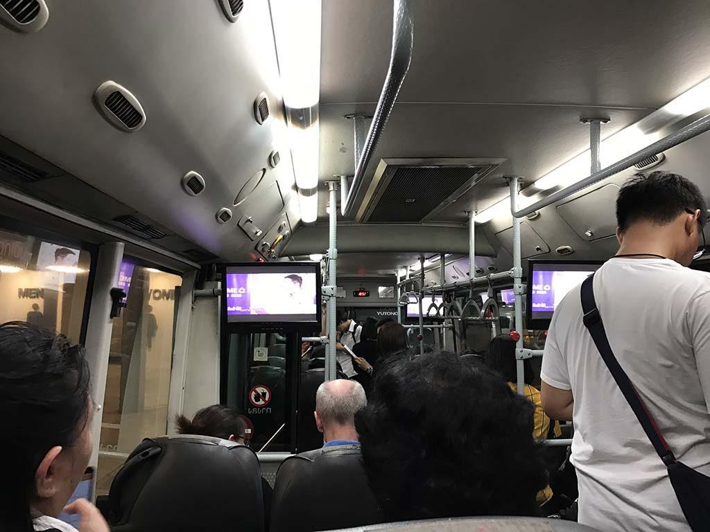 9h đêm trên xe buýt rời Mega Bangna ra trạm tàu điện